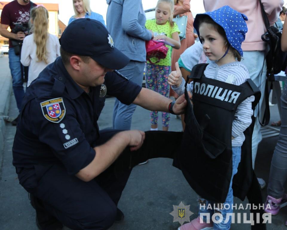 У Вінниці до Дня знань поліцейські влаштували свято для дітей