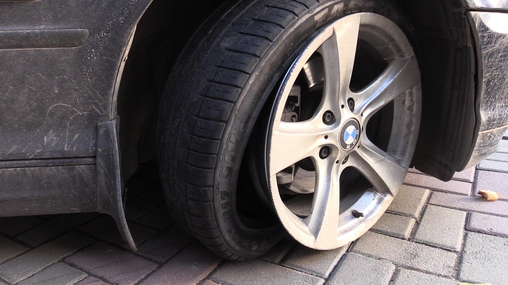 У Вінниці 19-річний водій на BMW збив жінку на зупинці