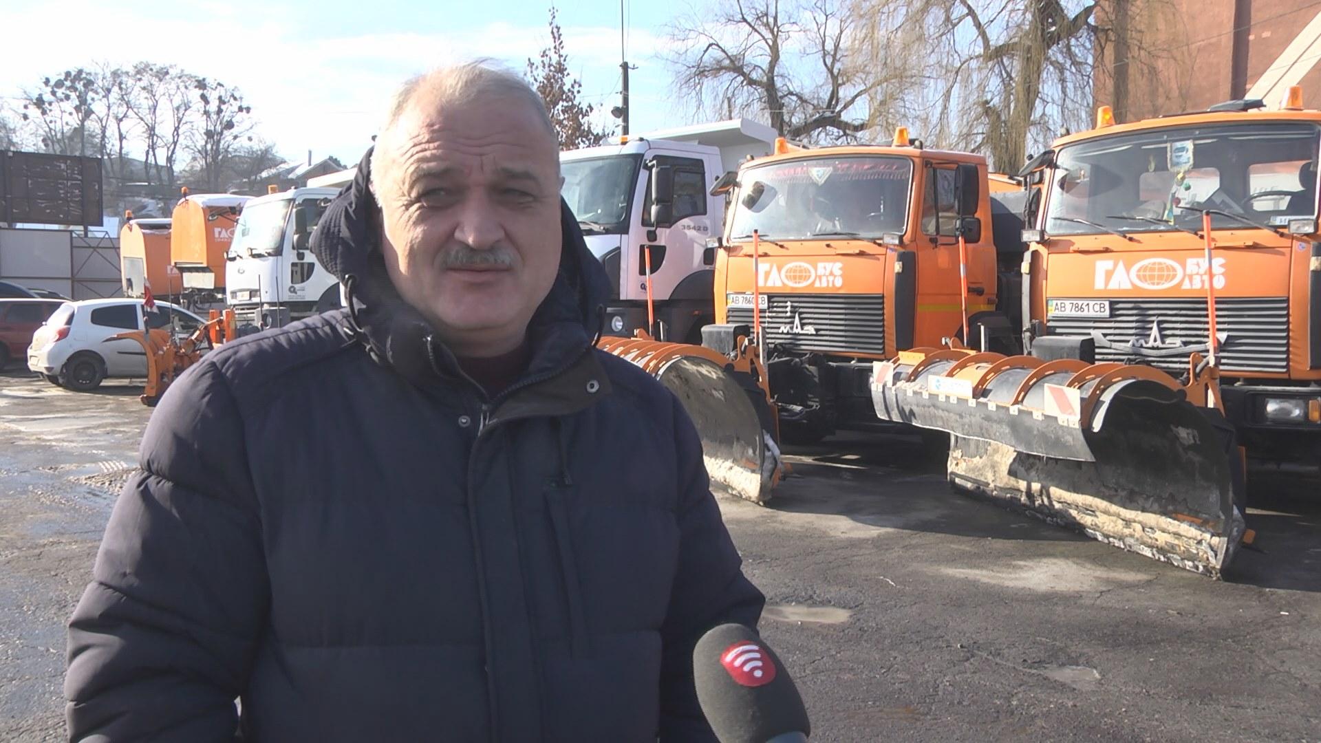 """70-річний прибиральник з Вінниці """"тримає"""" вулиці міста в чистоті"""