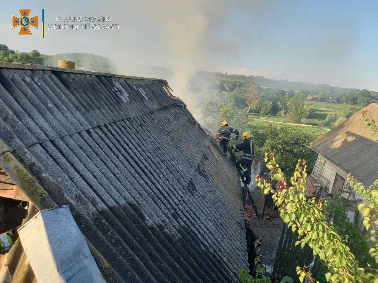 В Гайсинському районі вогонь знищив 2 тонни соломи