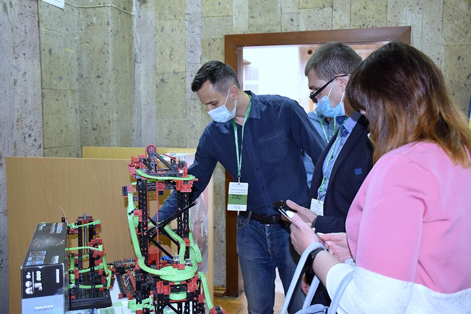 У Вінниці на базі ВНТУ відкрилась виставка новітніх технологій для освітнього процесу